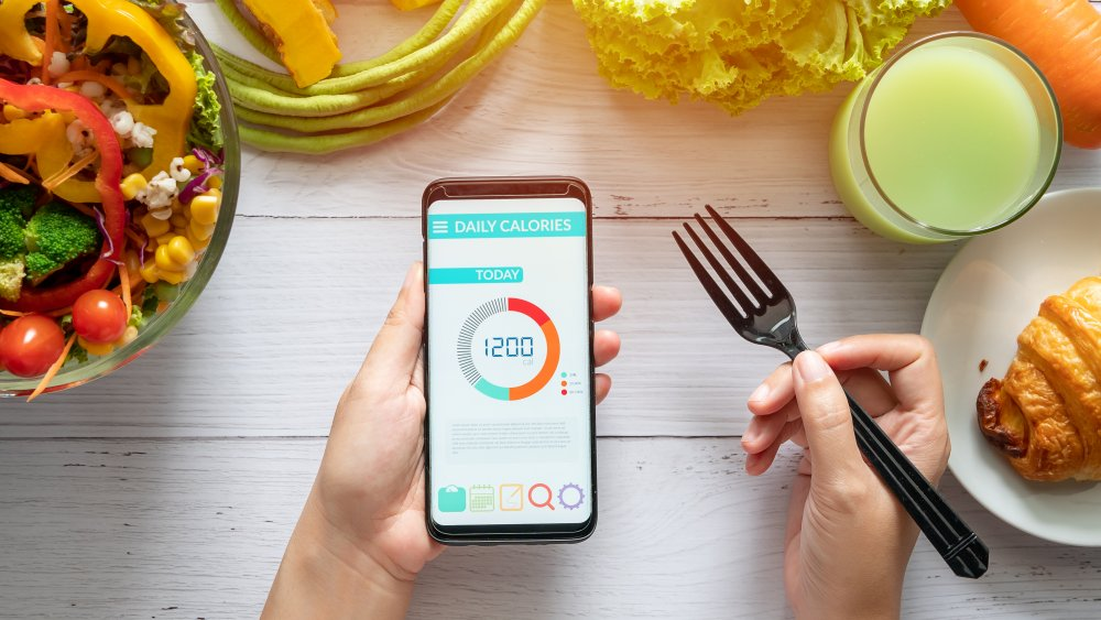 The difference between counting calories and counting macros