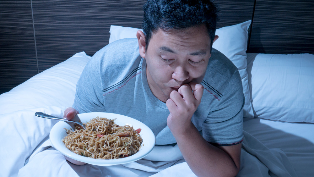 When You Eat Carbs Before Bed, This Is What Happens